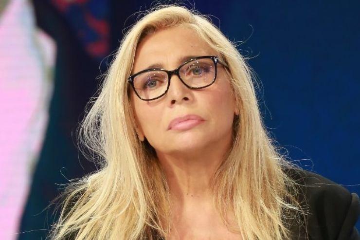 Mara Venier gesto contro Fialdini